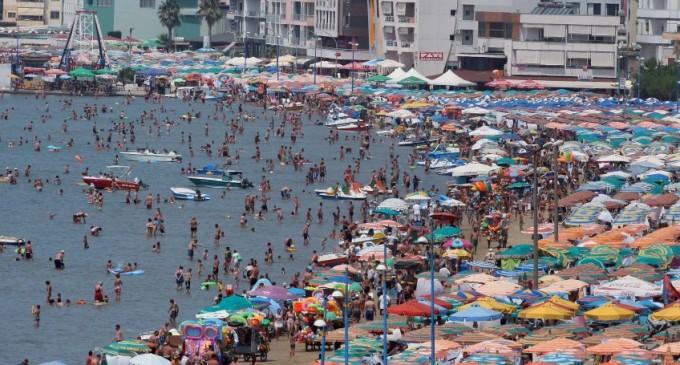Turizmi-mjeran-në-bregdetin-shqiptar-680x365_c